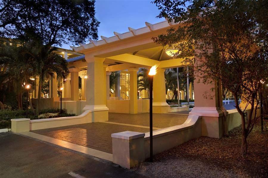 Hilton Key Largo Resort Exterior Night