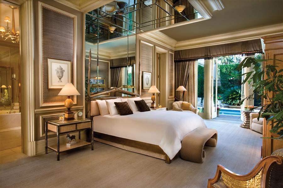 VillaMasterBedroom
