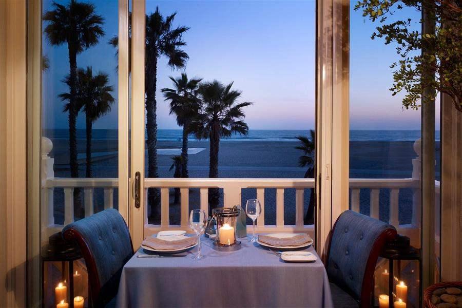 Shuttersonthe Beach Romantic Dinner