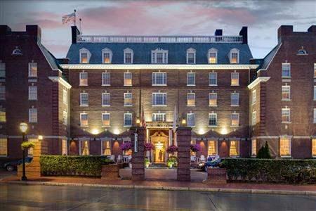 NAM-UnitedStatesofAmerica-Newport(RhodeIsland)-905209-Newport_RI_Hotel_Viking_Exterior