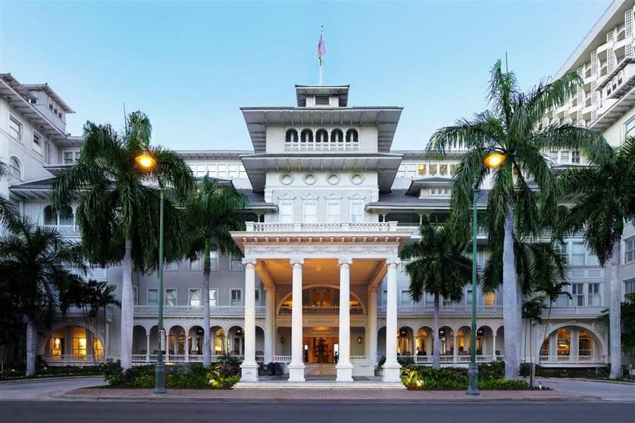 Moana Surfridera Westin Resort Hotel Exterior