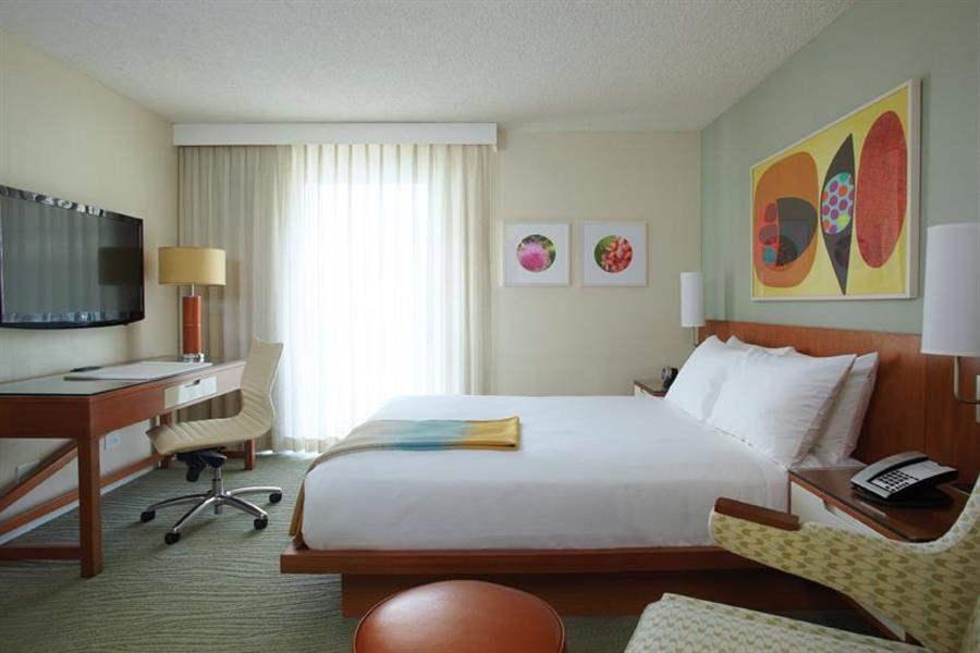 Shoreline Hotel Waikiki Sea Room King