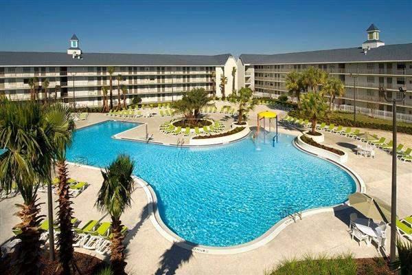 Avanti Resort Swimming Pool