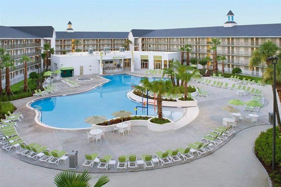 Avanti Resort Pool Day