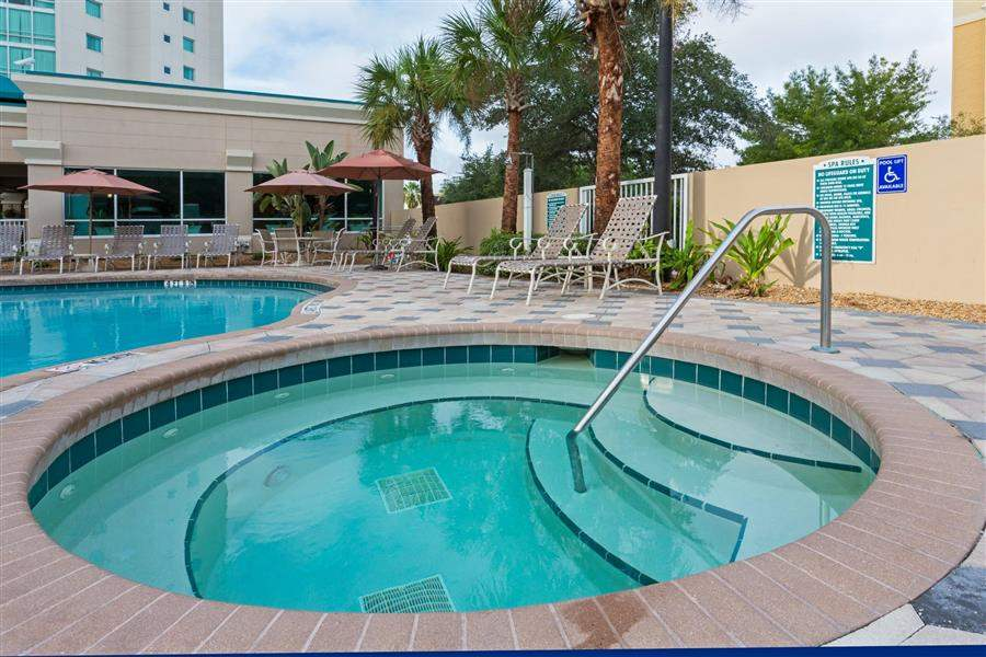 Crowne Plaza Orlando Universal Swimming Pool