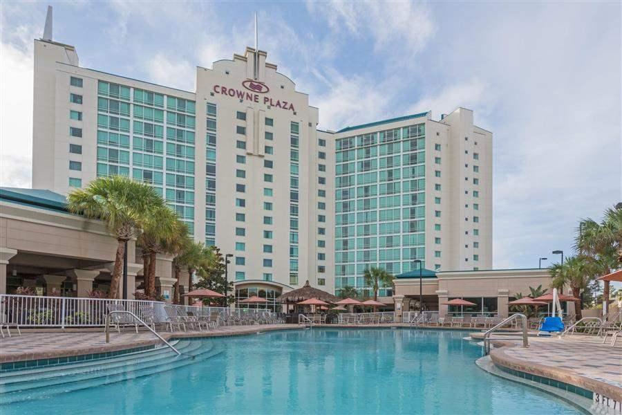 Crowne Plaza Orlando Universal Resort Exterior
