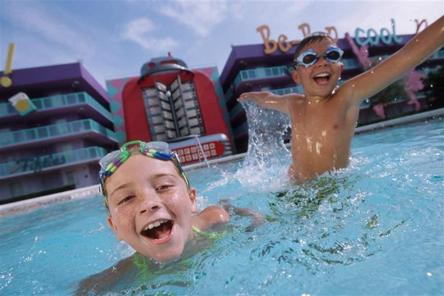 ChildrenSwimming