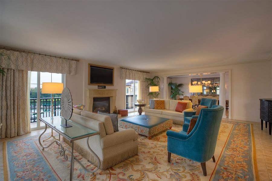 Loews Portofino Bay Hotelat Universal Orlando Guest Lounge