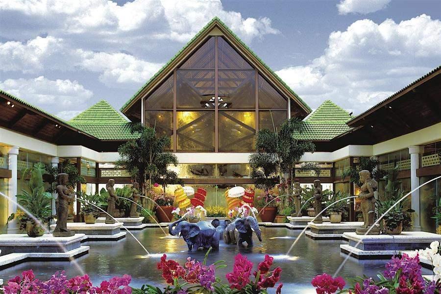 Loews Royal Pacific Resortat Universal Orlando Hotel Exterior