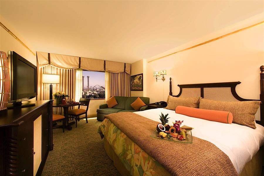 Loews Royal Pacific Resortat Universal Orlando Double Interior