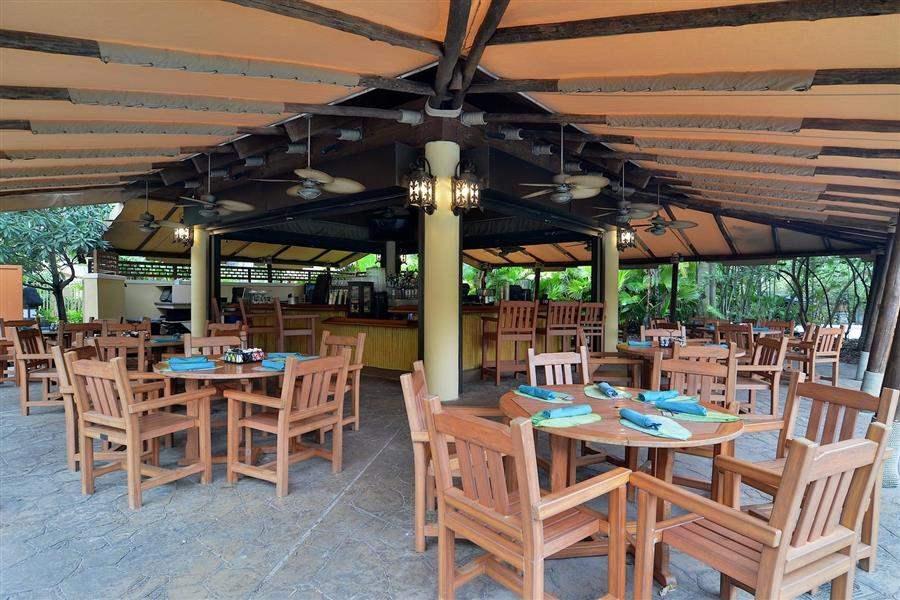 Loews Royal Pacific Resortat Universal Orlando Outdoor Dining